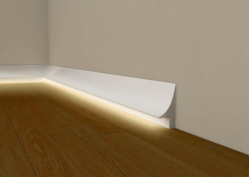 beleuchtete bodenleisten wei mit led beleuchtug. Black Bedroom Furniture Sets. Home Design Ideas